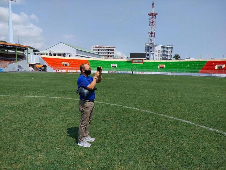 Tại sao HLV Park Hang Seo bất ngờ thay đổi địa điểm tập luyện của ĐT Việt Nam?